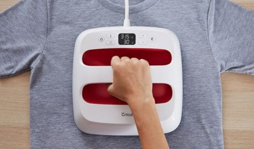 Cricut Gift Guide: Top 10 Cricut Gift Ideas featured by top US craft blog, The Crafty Blog Stalker: EasyPress