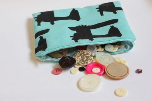 20 Handmade Gift Ideas featured by top US craft blog, The Crafty Blog Stalker: Basic Zipper Pouch