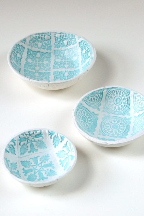 20 Handmade Gift Ideas featured by top US craft blog, The Crafty Blog Stalker: DIY Stamped Clay Bowls
