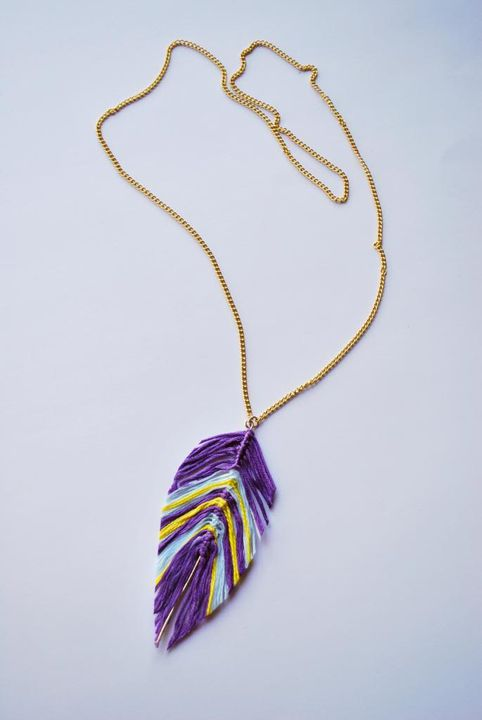20 Unique Handmade Necklaces featured by top US craft blog, The Crafty Blog Stalker: String Feather Necklace