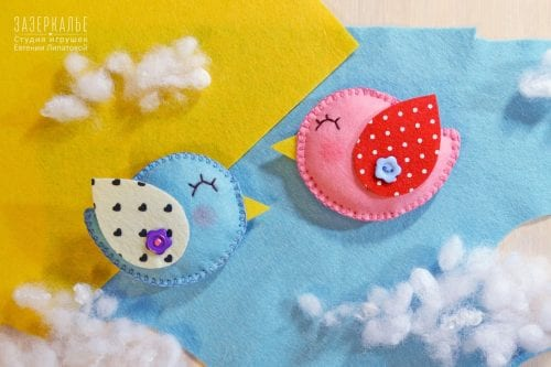 20 Fun Bird Crafts for Adults featured by top US craft blog, The Crafty Blog Stalker: Felt Spring Birds