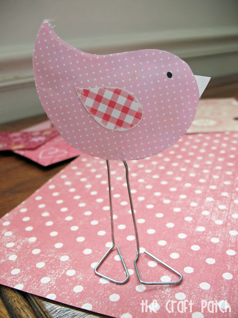 20 Fun Bird Crafts for Adults featured by top US craft blog, The Crafty Blog Stalker: Paper Clip Love Birds