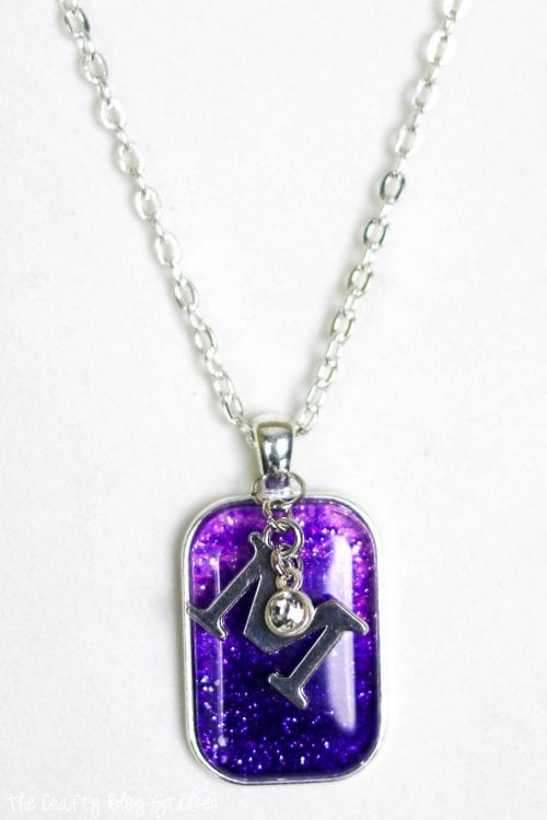 20 Unique Handmade Necklaces featured by top US craft blog, The Crafty Blog Stalker: Ombre Glitter Pendant Necklace