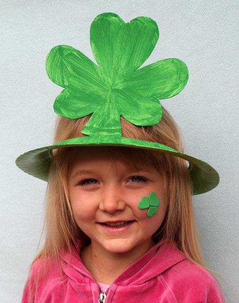 20 Lucky St. Patrick's Day Crafts for Kids featured by top US craft blog, The Crafty Blog Stalker: Shamrock Hat