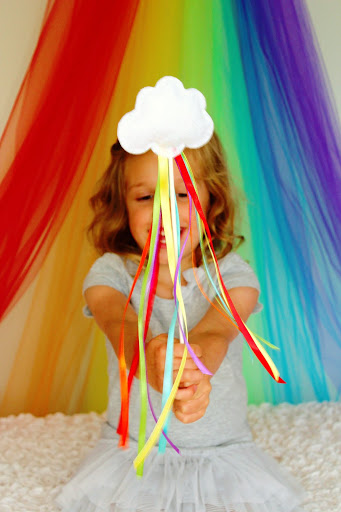 20 Lucky St. Patrick's Day Crafts for Kids featured by top US craft blog, The Crafty Blog Stalker: Rainbow Wands