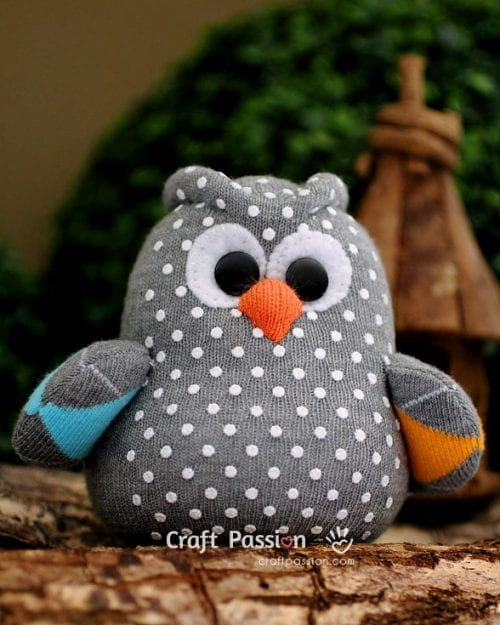 20 Fun Bird Crafts for Adults featured by top US craft blog, The Crafty Blog Stalker: Sew a Sock Owl
