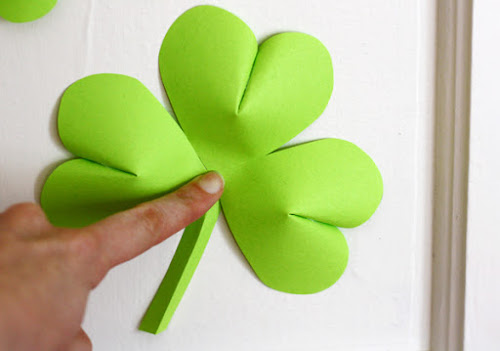 20 Lucky St. Patrick's Day Crafts for Kids featured by top US craft blog, The Crafty Blog Stalker:  Easy-to-Make St. Patrick's Day Decorations