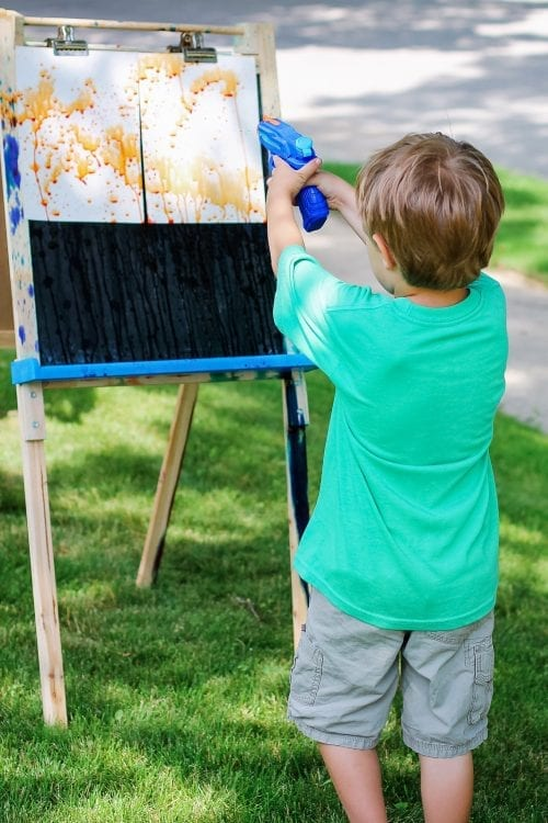 30 Fun Spring Break Crafts you can Make with Children featured by top US craft blog, The Crafty Blog Stalker: Squirt Gun Painting