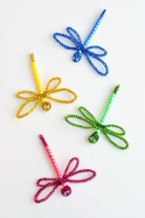 30 Fun Spring Break Crafts you can Make with Children featured by top US craft blog, The Crafty Blog Stalker: Beaded Pipe Cleaner Dragonflies