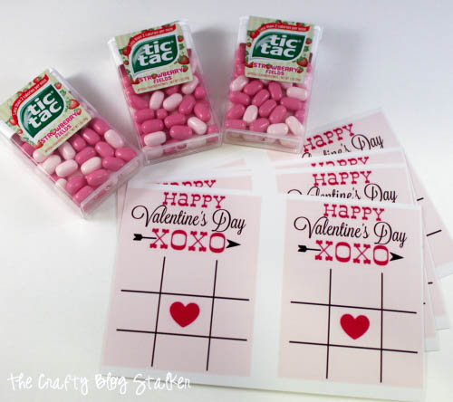 How to Make Tic Tac Toe Valentines, a tutorial featured by top US craft blog, The Crafty Blog Stalker.
