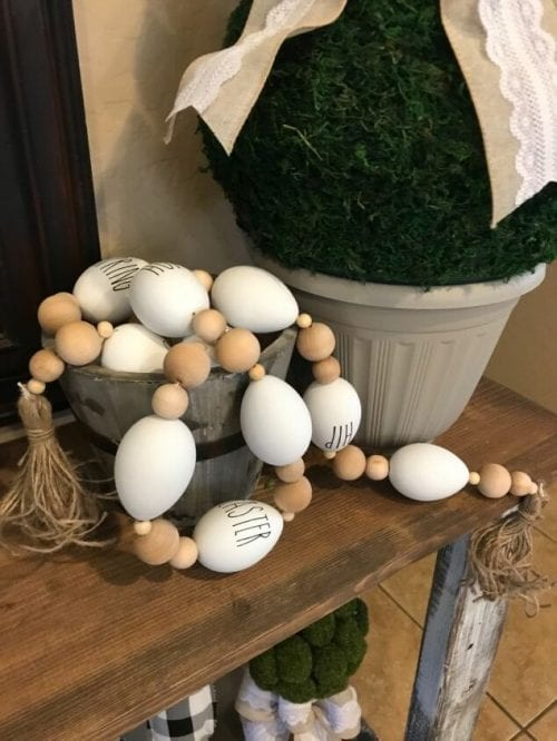20 Fun DIY Easter Decor Ideas featured by top US craft blog, The Crafty Blog Stalker: Easter Egg Garland