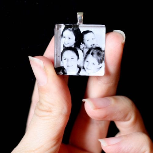 20 Easy Handmade Gifts for Mom on Mother's Day, featured by top US craft blog, The Crafty Blog Stalker: Custom Photo Necklace