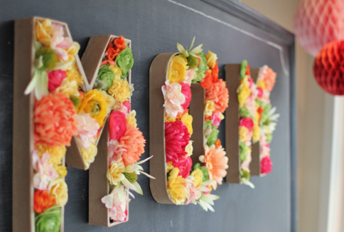 20 Easy Handmade Gifts for Mom on Mother's Day, featured by top US craft blog, The Crafty Blog Stalker: Blooming Words
