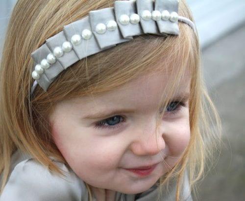 20 Crafty Headband Tutorials, featured by top US craft blog, The Crafty Blog Stalker: Pleated Headband