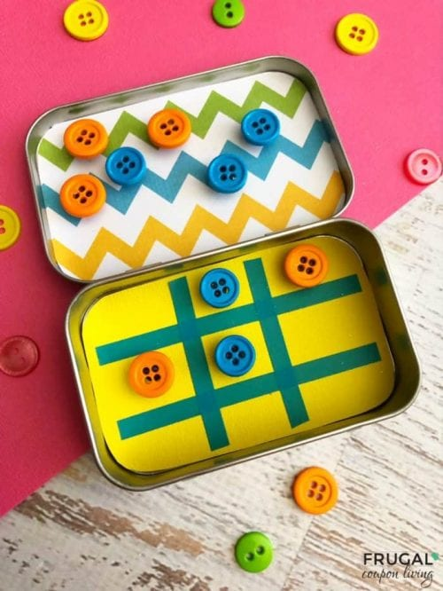 20 Amazing Things to do with an Altoids Tin, featured by top US craft blog, The Crafty Blog Stalker: tic tac toe travel game