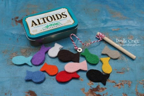 20 Amazing Things to do with an Altoids Tin, featured by top US craft blog, The Crafty Blog Stalker: magnetic fishing game