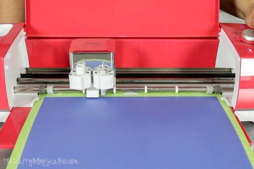 Schneiden der unschmelzbaren Tintenübertragungsblätter auf einem Cricut Explore Air 2