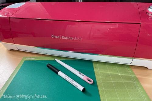 supplies used: Cricut Explore Air 2, green cardstock, scoring stylus, black glitter pen
